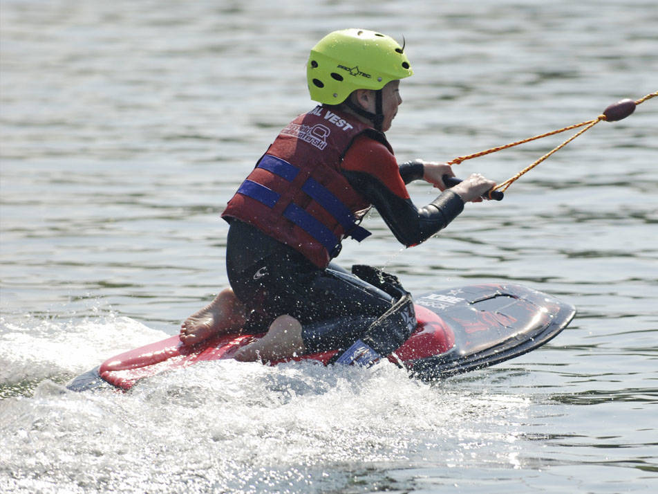 Kids Kneeboarding at our Junior Riders Sessions